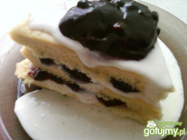 Tort omletowy z jagodami