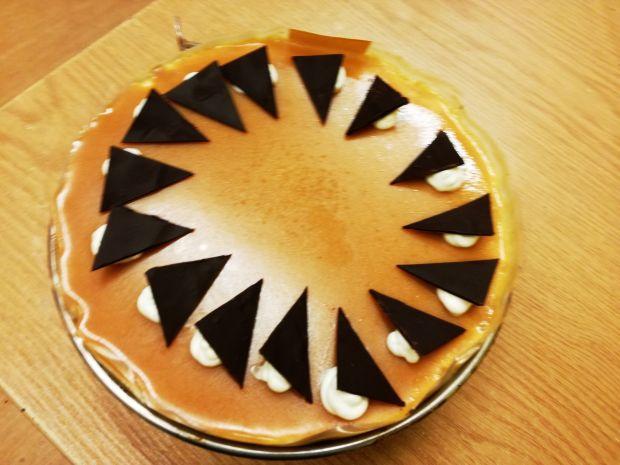 Tort orzechowo karmelowy