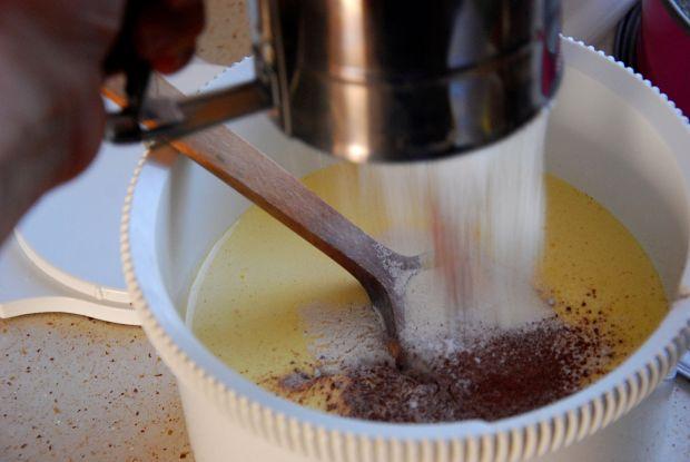 Tort orzechowo serowy z kremem chałwowym