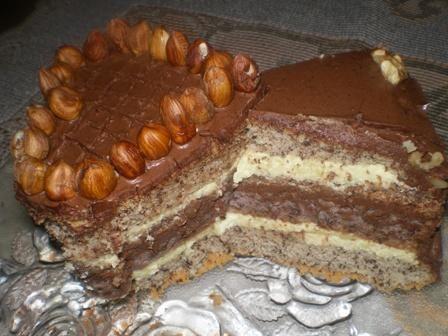 Tort orzechowy z czekoladową masą
