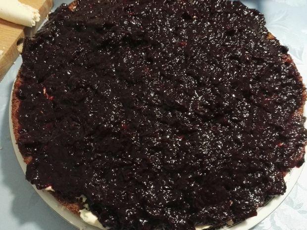 Tort piernikowo-bezowo-chałwowy