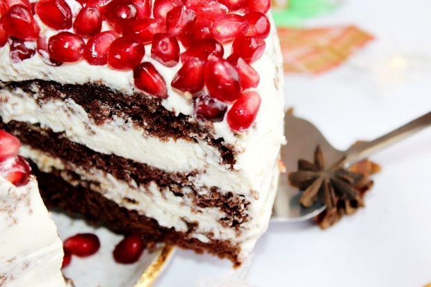 Tort piernikowy z granatem