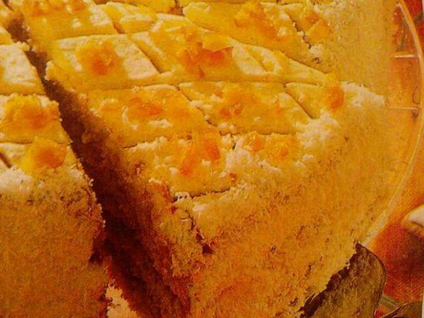 Tort pomarańczowy z bitą śmietaną
