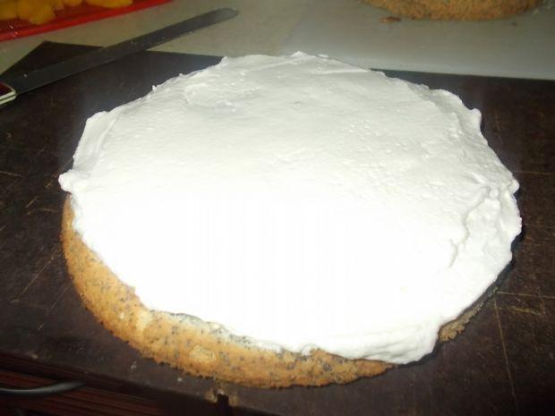 Tort śmietankowo brzoskwiniowy