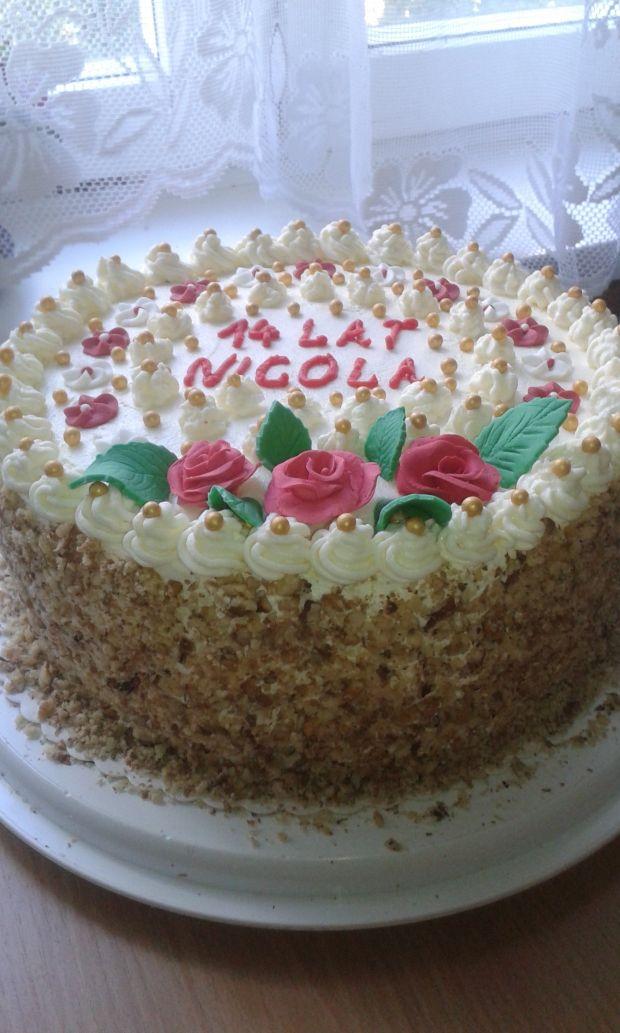 Tort śmietankowo  - czekoladowy.