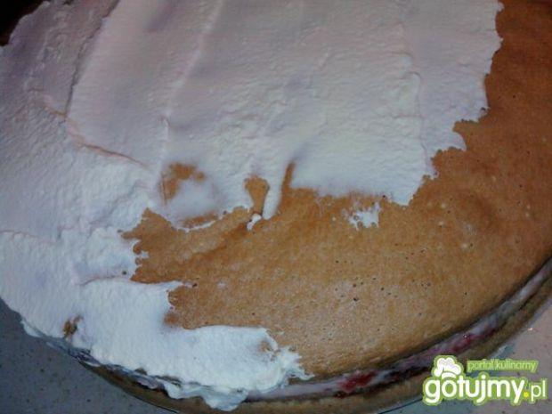 Tort śmietankowo - truskawkowy