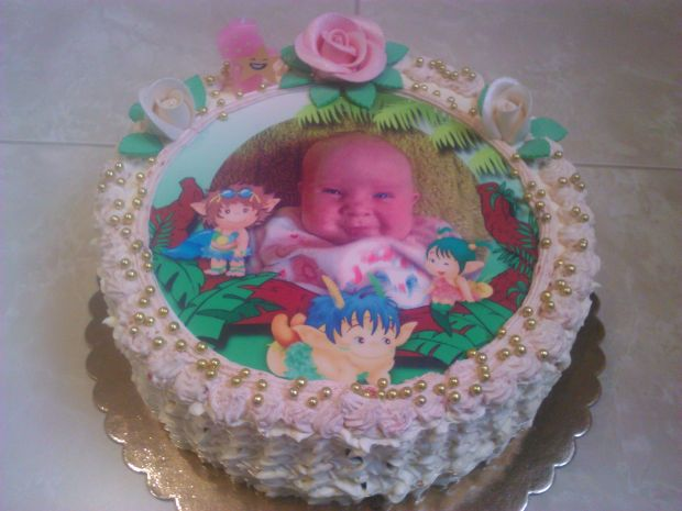Tort śmietankowy z kinderkami