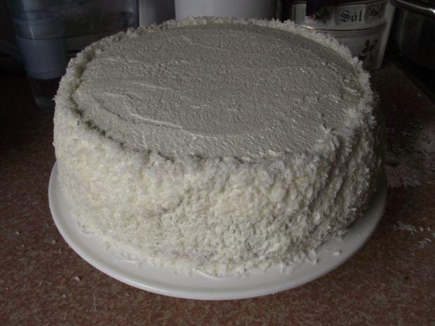 Tort śmietankowy z kokosem i borówkami
