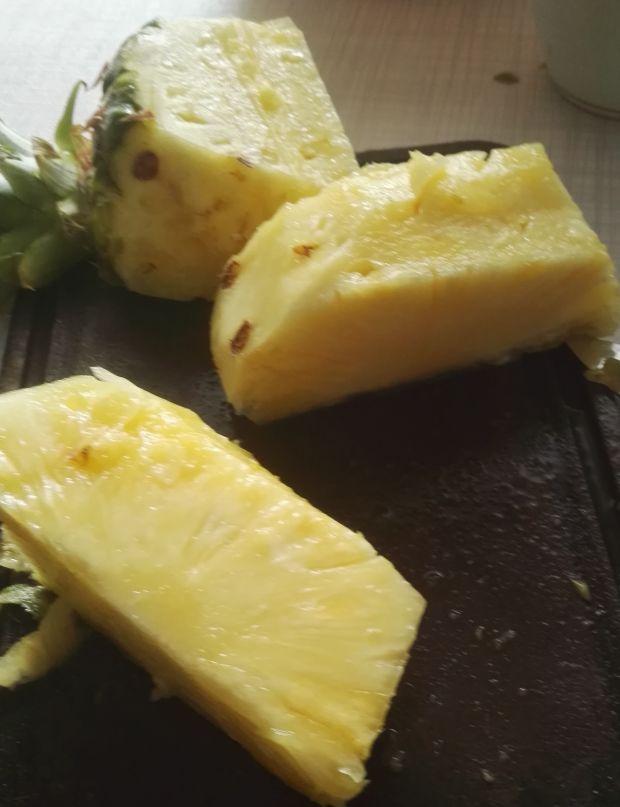 Tort śmietanowy z kokosem i ananasem