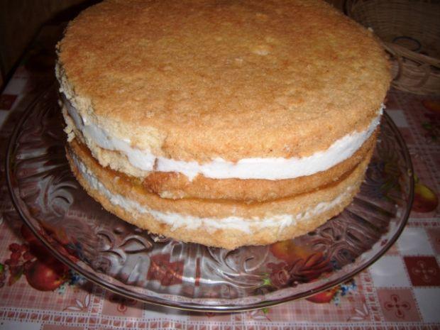 Tort śmietanowy z musem brzoskwiniowym