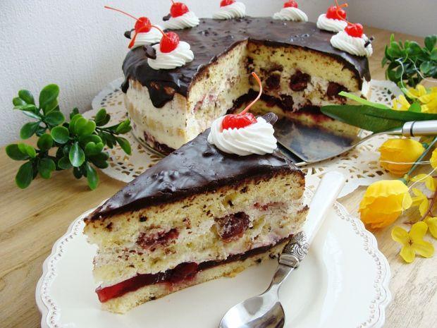 Tort straciatella z wiśniami