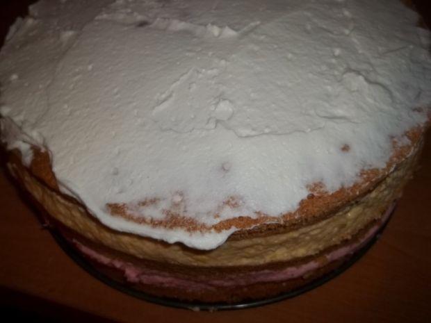 Tort truskawkowo - brzoskwiniowy