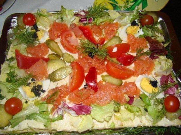 Tort tuńczykowo-łososiowy z tostów