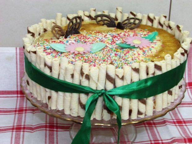 Tort z dżemem truskawkowym