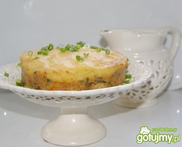 Tort z kotletów mielonych i puree :