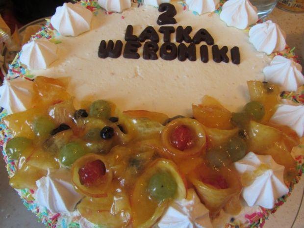 Tort z kremem cytrynowym i bitą śmietaną