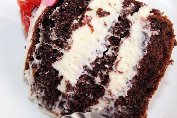 Tort z kremem jogurtowym z białą czekoladą