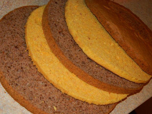Tort z kremem kakaowym