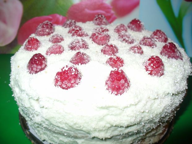Tort z malinami z młodym jęcznieniem