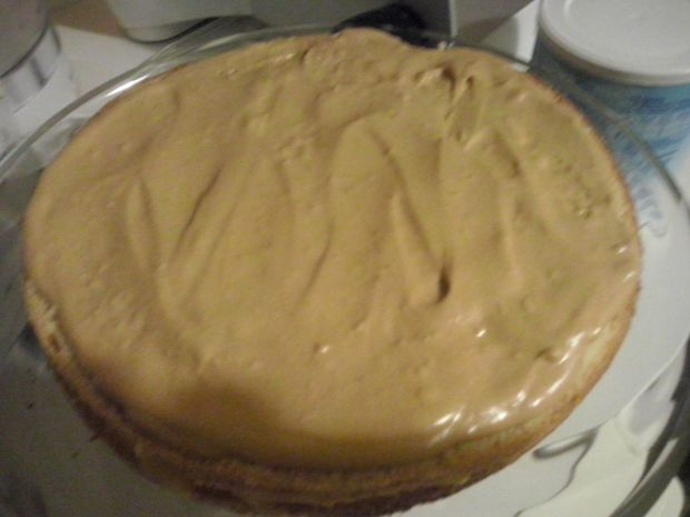 Tort z masą toffi i brzoskwiniami