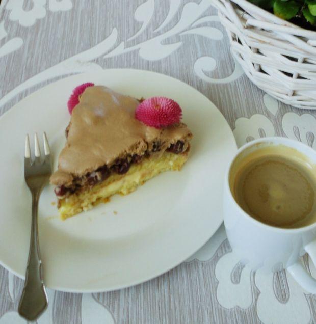 Tort z musem czekoladowym i wiśniami