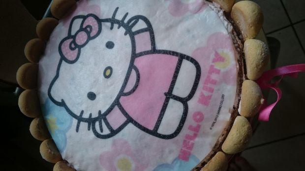 Tort z opłatkiem i truskawkową nutą