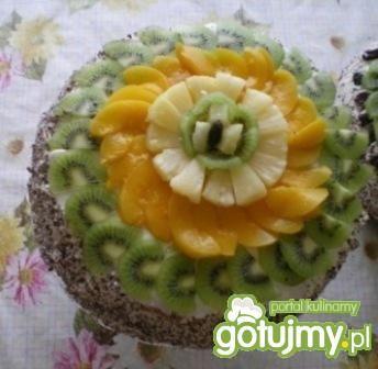 Tort z owocami i masą ajerkoniakową