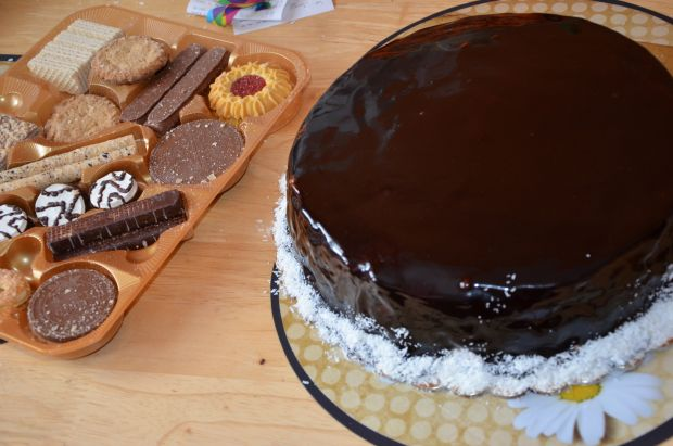 Tort z polewą i kokosem