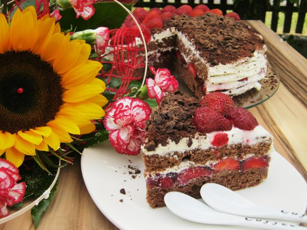 Tort z truskawkami i mascarpone
