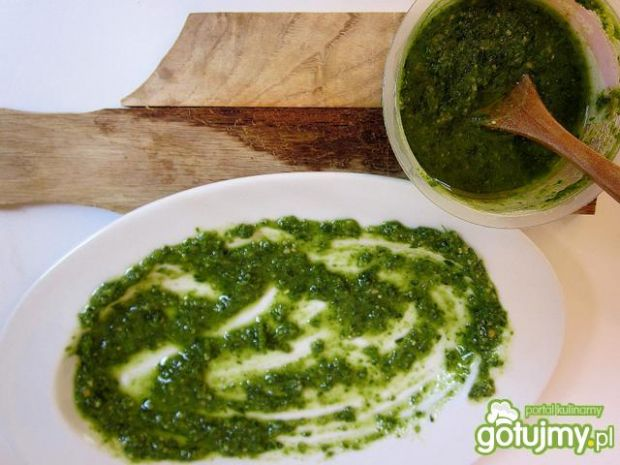 Tortelloni z zielonym pesto i warzywami