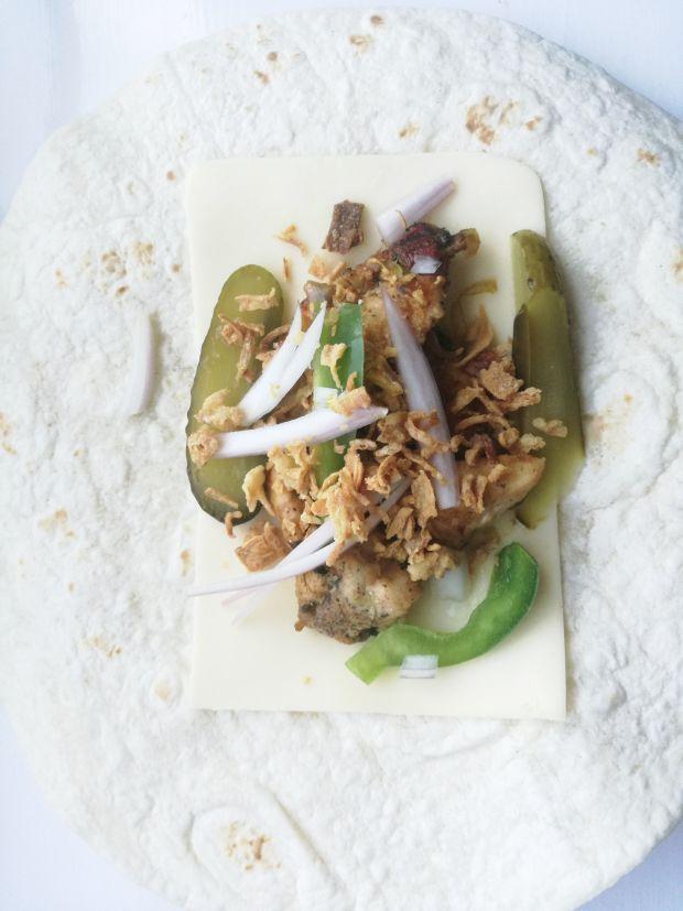 Tortilla na gorąco  z kurczakiem i papryką