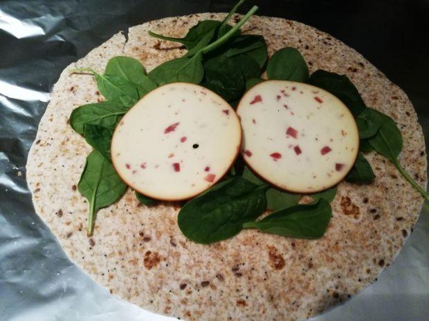 Tortilla pełnoziarnista z serem wędzonym