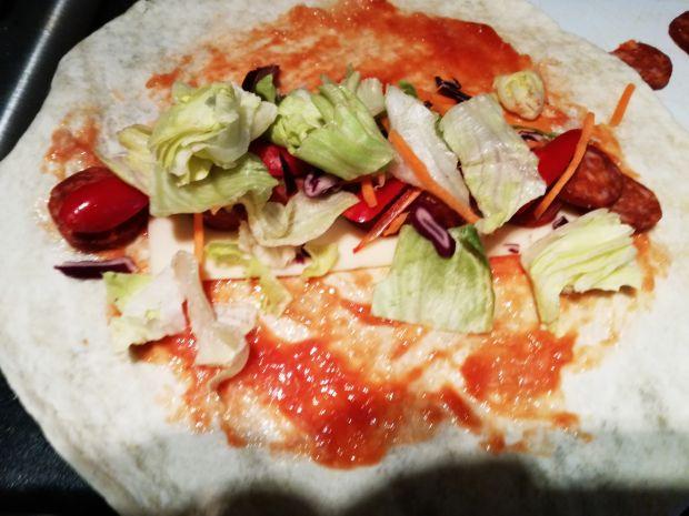 Tortilla z chorizo i papryką czerwoną