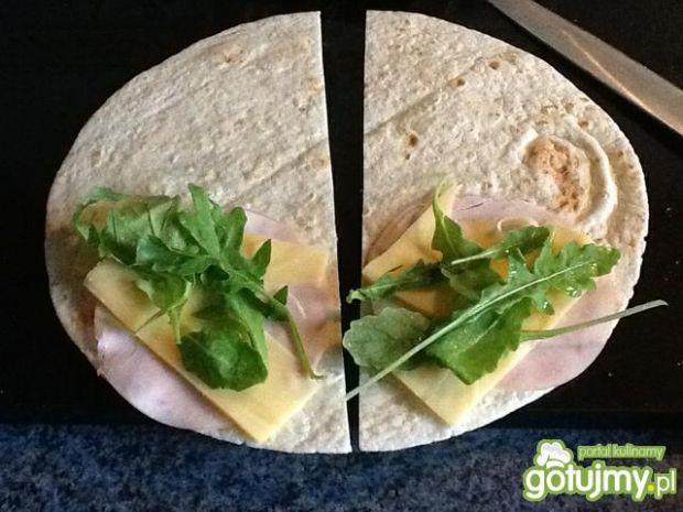 Tortilla z serem i rukolą