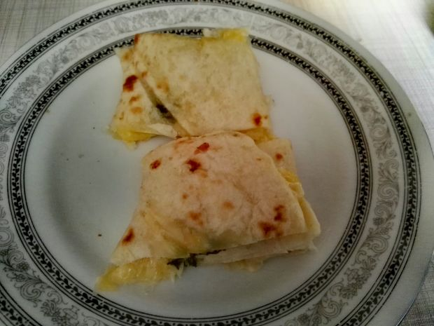 Tortilla z szynką, serem i rukolą