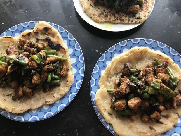 Tortille z fasolką, pieczarkami i kurczakiem