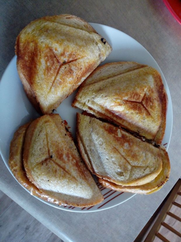 Tostowane kanapki ze smażonym kurczakiem