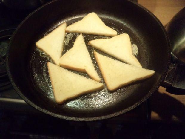 Tosty z pastą z awokado i tuńczyka