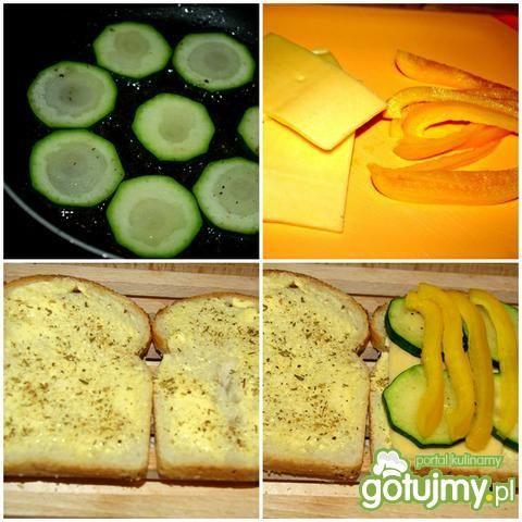Tosty z warzywami i serem