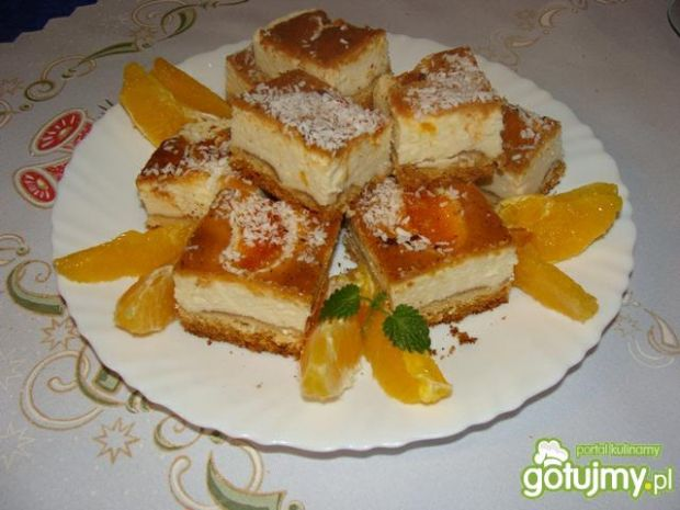 Tradycyjny sernik z dodatkiem mandarynek