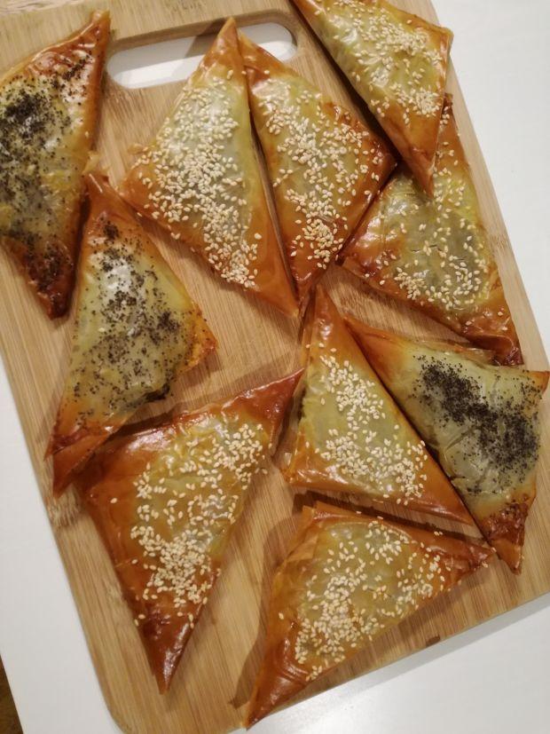 Trójkąty z ciasta filo z grzybami