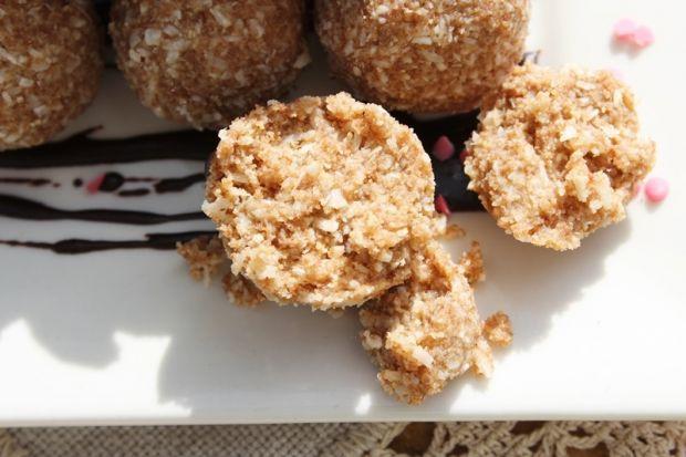 Trufelki chałwowo-kokosowe z markiz