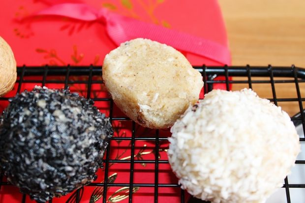 Trufle z orzechów, mascarpone i białej czeklady