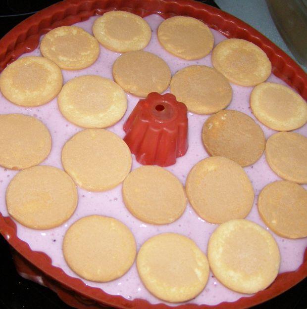 Truskawkowo-borówkowy deser na zimno.