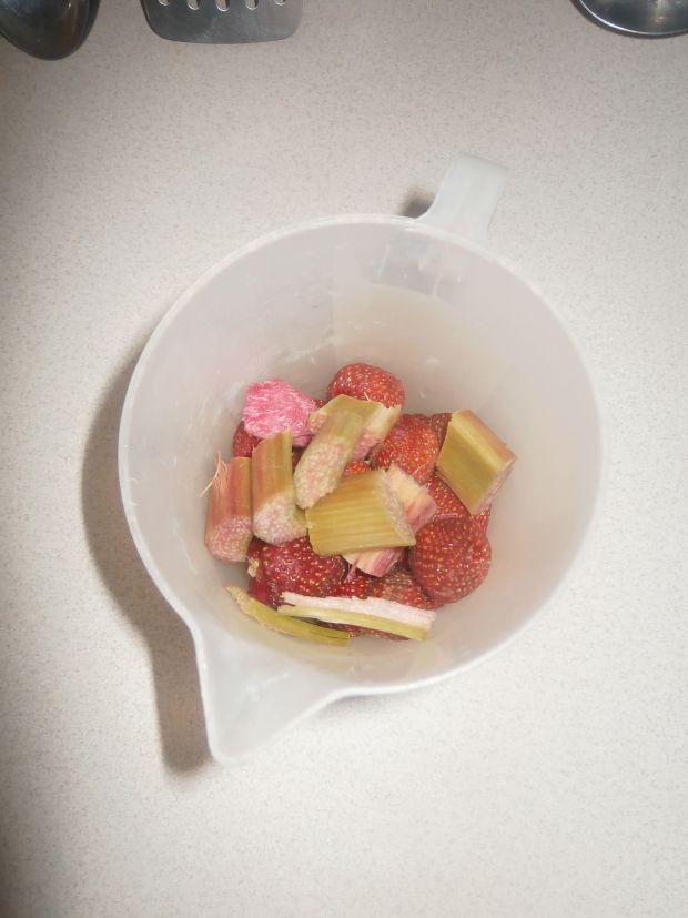 Truskawkowo - rabarbarowy koktajl ze słodzikiem