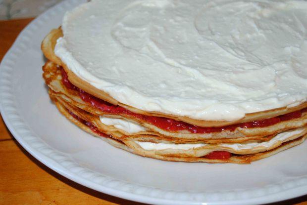 Truskawkowo- rabarbarowy tort naleśnikowy