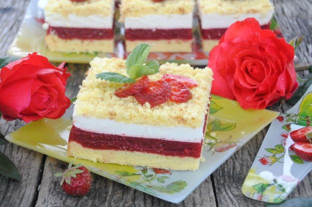 Truskawkowo-śmietankowe ciasto