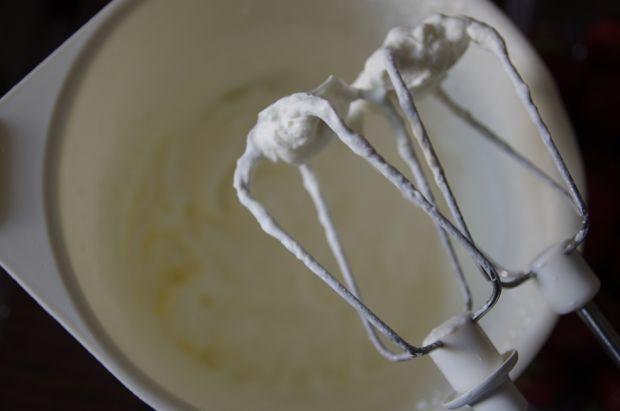 Truskawkowy puch - sernik na zimno