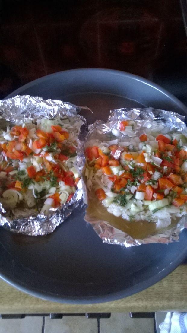 Tuńczyk pieczony z warzywami