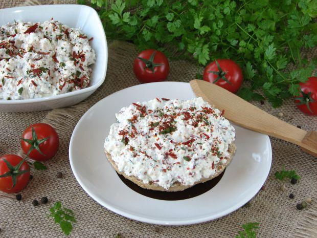 Twarożek z suszonymi pomidorami